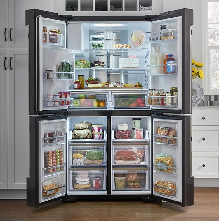 Открытый двудверный холодильник