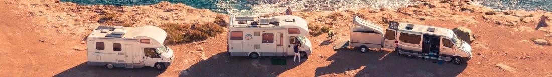 Три автодома на берегу моря