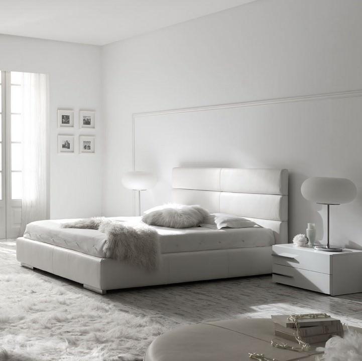 Пустая спальня в белом цвете