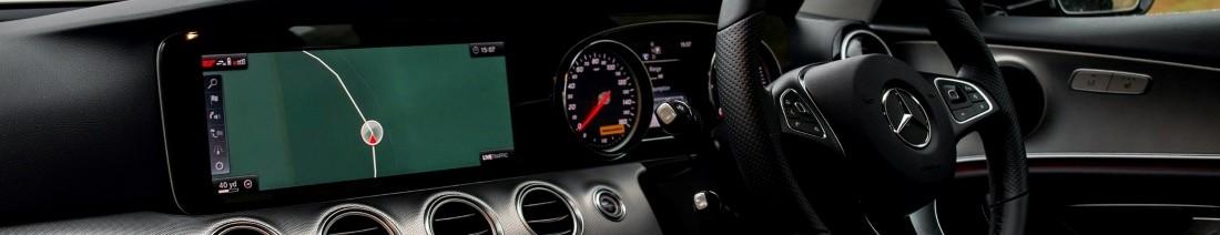 Приборная панель легкового автомобиля